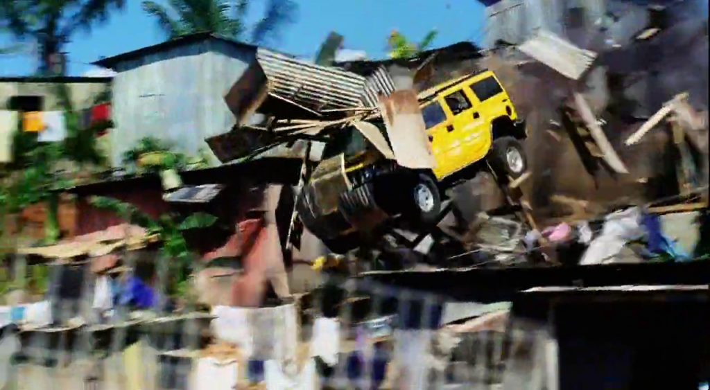 Hummer destroys Cuban shacks, chase scene in Bad Boys 2